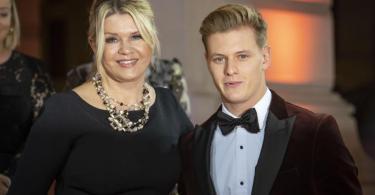 Engste Vertraute: Mick Schumacher und Mutte Corinna. Foto: Frank Rumpenhorst/dpa