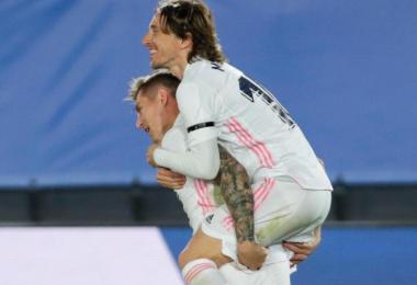 Toni Kroos (l) erzielte das zwischenzeitliche 2:0. Foto: Manu Fernandez/AP/dpa