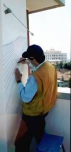 Tracciamento del gnomonista con pennarelli di acrilico.