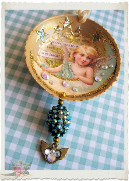 Handmade tart tin angel hanger by Ingeborg van Zuiden