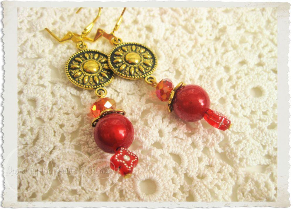 Red gold ornamental earrings