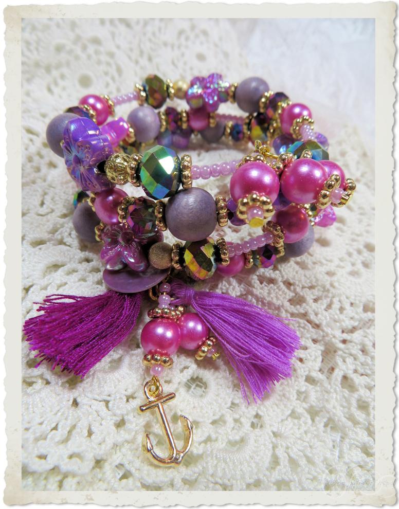 Handmade memory wire bracelet by Ingeborg van Zuiden