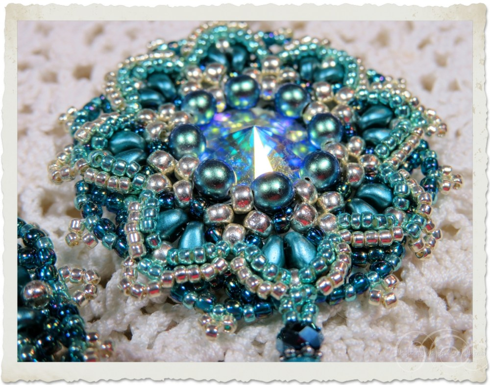 Turquoise bead weaving pendant with pearls and superduo beads by Ingeborg van Zuiden