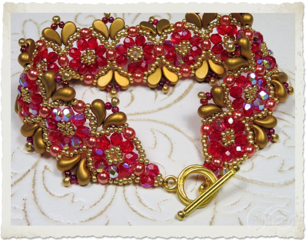 Red bling Christmas bracelet by Ingeborg van Zuiden