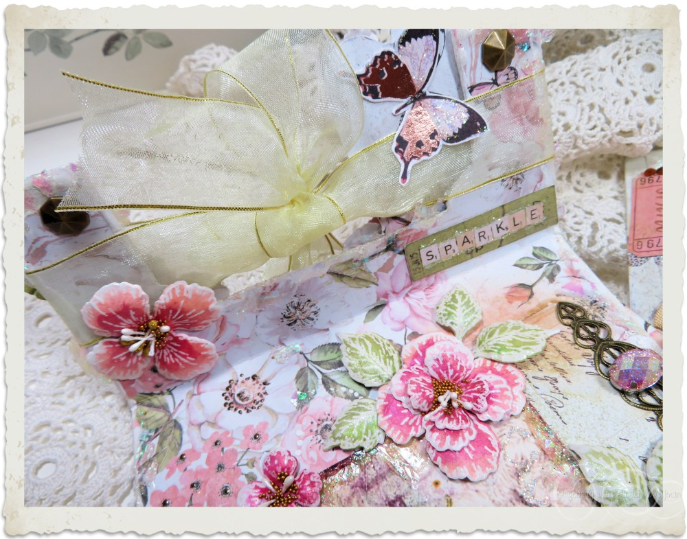 Details of left inside of handmade card with Oakberry Lane flowers by Ingeborg van Zuiden
