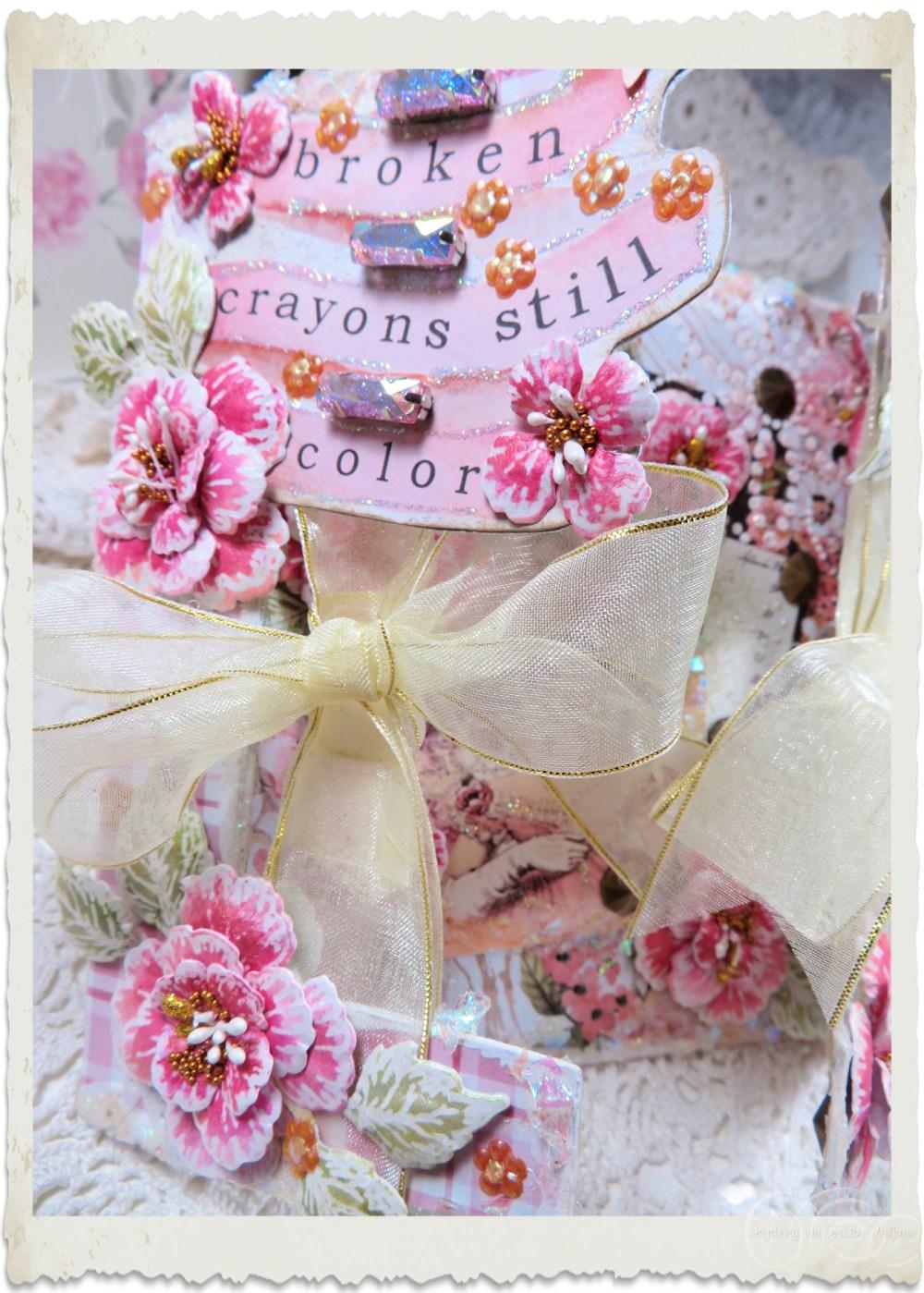 Details of left side of handmade card with Oakberry Lane flowers by Ingeborg van Zuiden