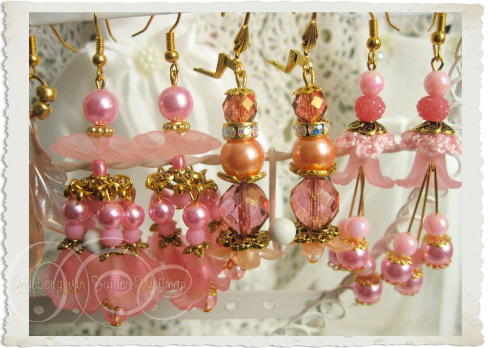Handmade pink peach earrings by Ingeborg van Zuiden