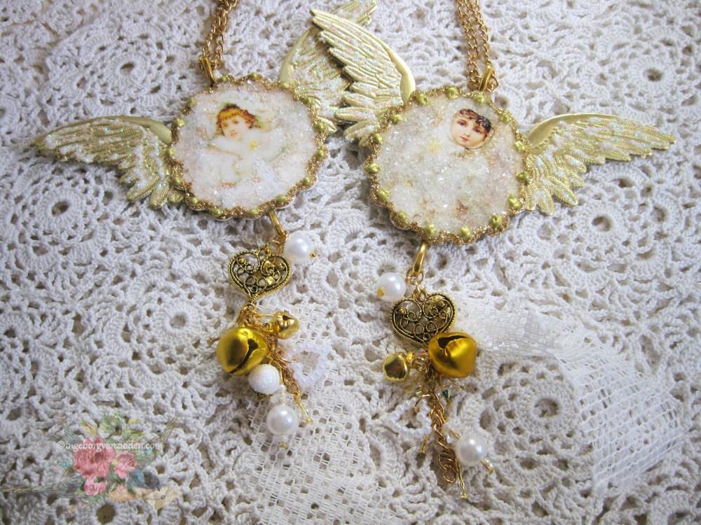Handmade gold white Christmas hangers by Ingeborg van Zuiden