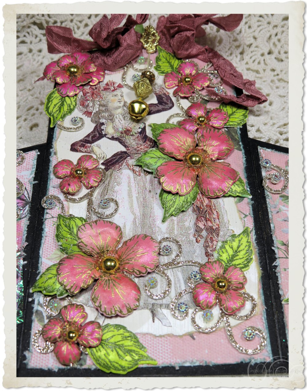 Details of the front of the Marie card with Oakberry Lane flowers from Heartfelt Creations