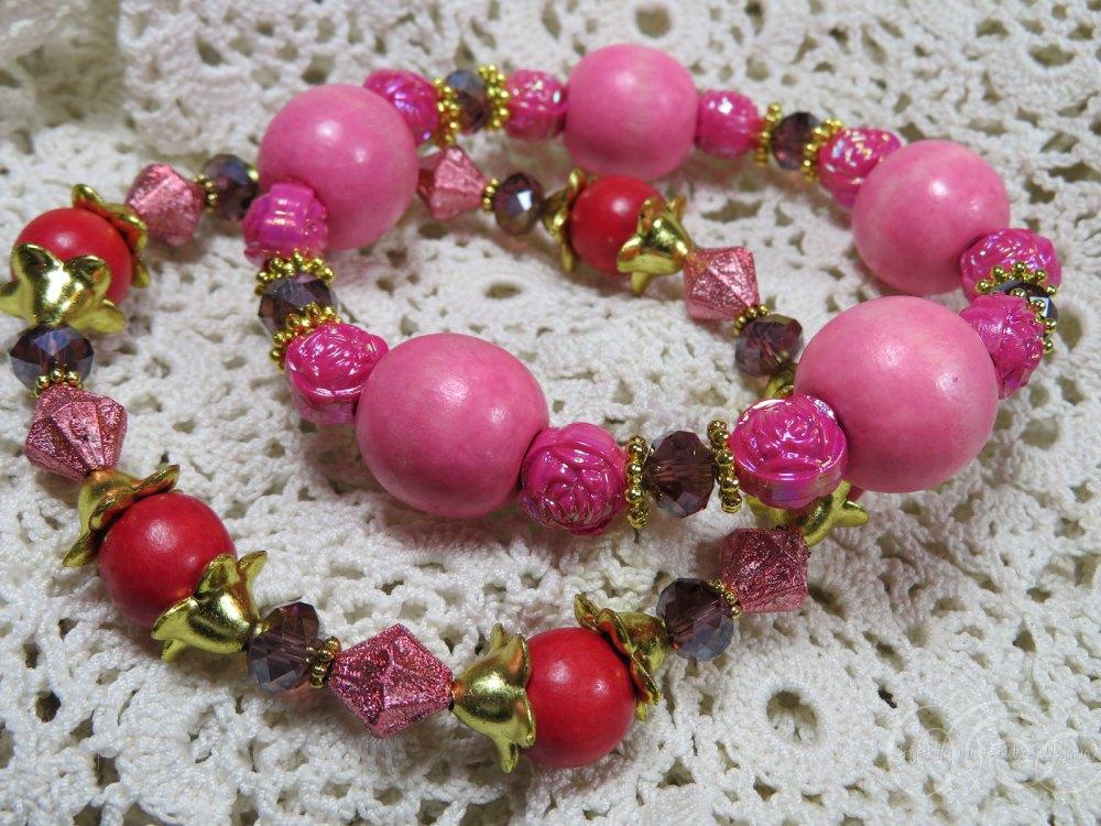 Set of two pink red gold bracelets by Ingeborg van Zuiden