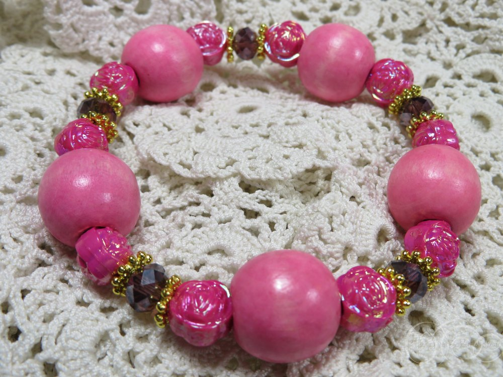 Pink wooden bracelet by Ingeborg van Zuiden