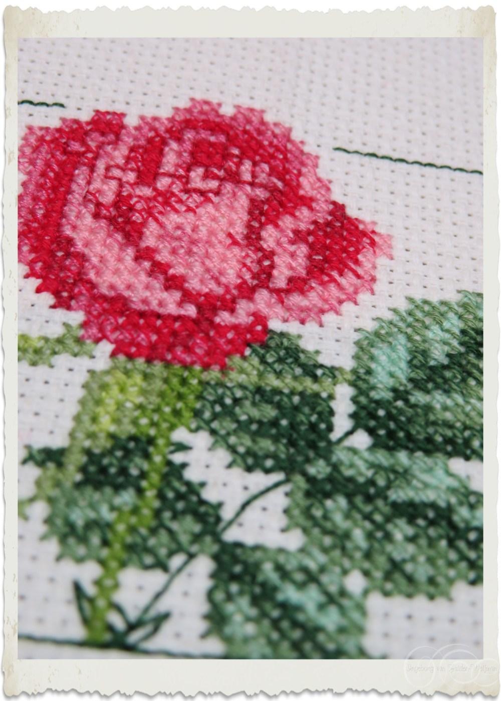 Details of x-stitch rose by Ingeborg van Zuiden