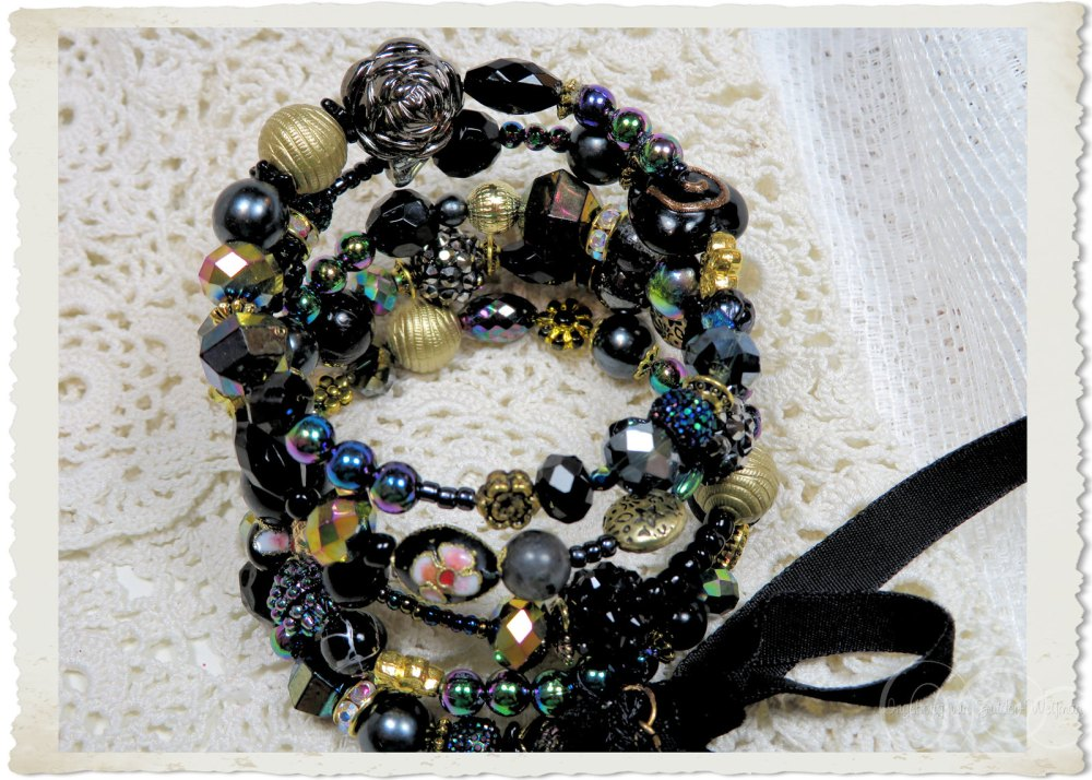 Memory wire bracelet with AB black gold and handmade beads by Ingeborg van Zuiden Weijman