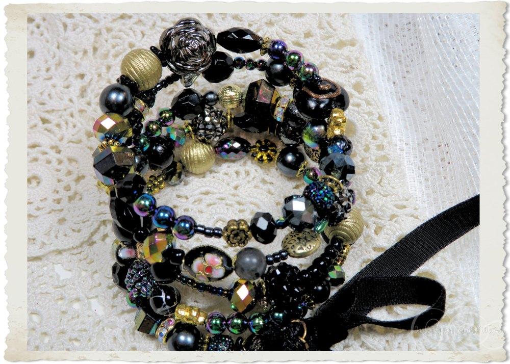 Memory wire bracelet with AB black gold and handmade beads by Ingeborg van Zuiden Weijman