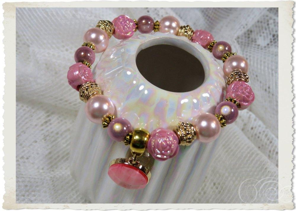 Handmade pink elastic bracelet by Ingeborg van Zuiden