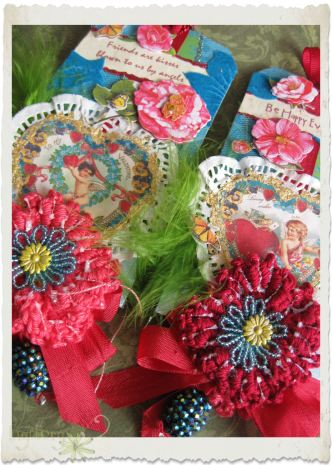Valentine Day tags with crochet poppies