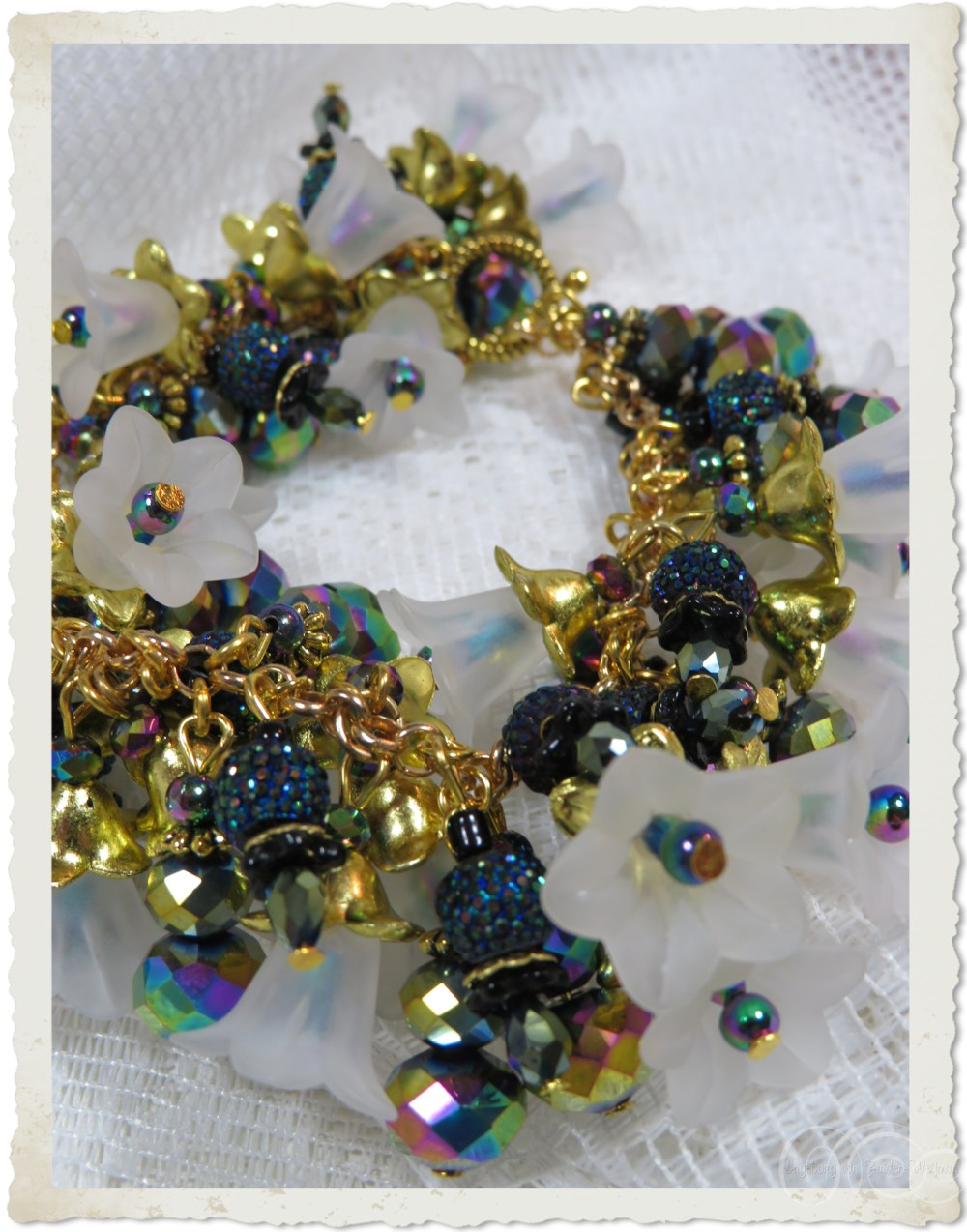 Handmade black gold flower bracelet with shiny faceted beads by Ingeborg van Zuiden