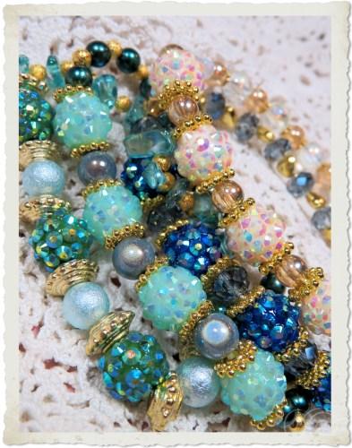 Handmade blue green berry bead bracelets by Ingeborg van Zuiden