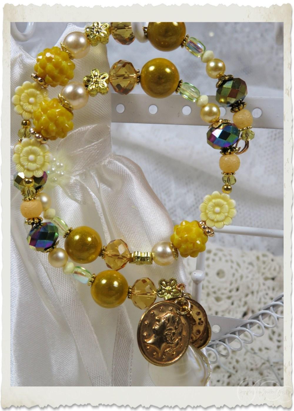 Handmade memory wire bracelet with golden coins by Ingeborg van Zuiden