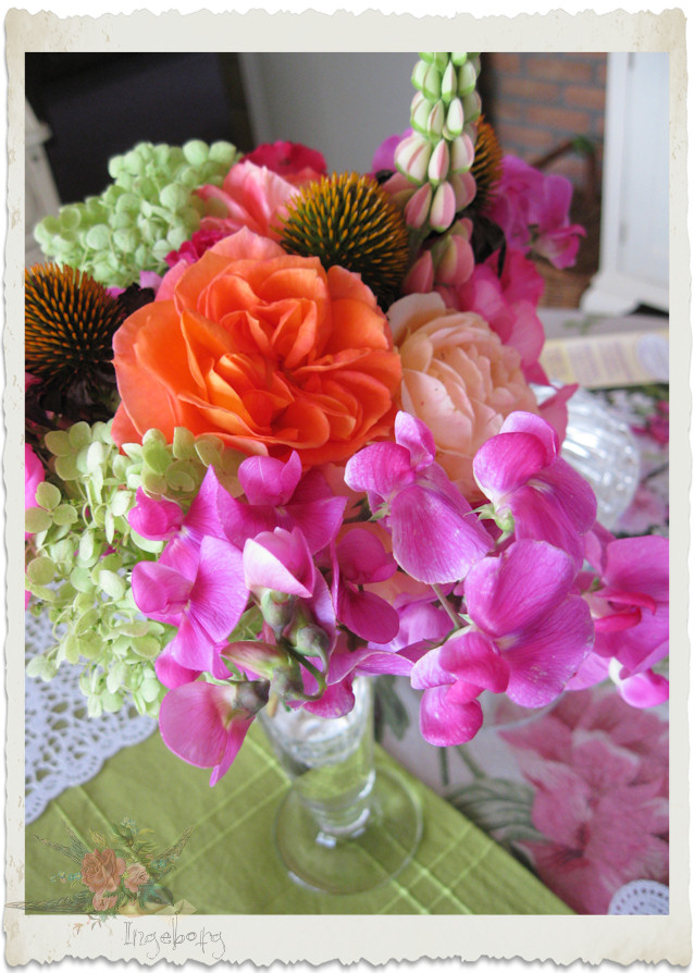 Bouquet with pink sweet pea and roses