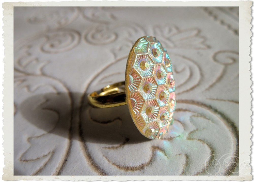 Iridescent ring