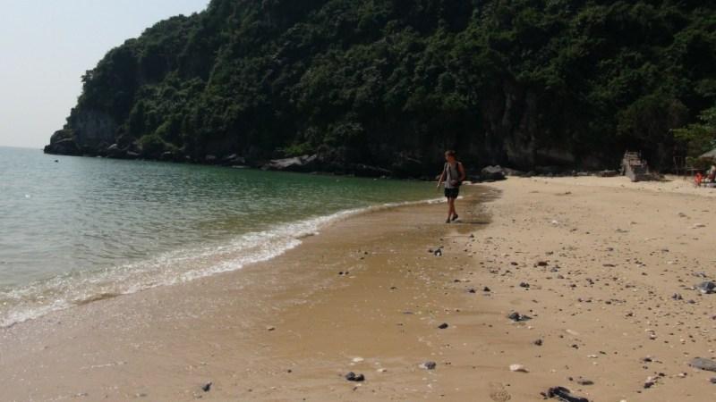 Én af de 3 strande i Cat Ba by
