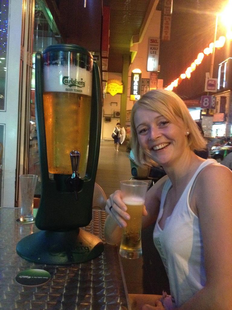 Kuala Lumpur, øltårn, 5 liter øl