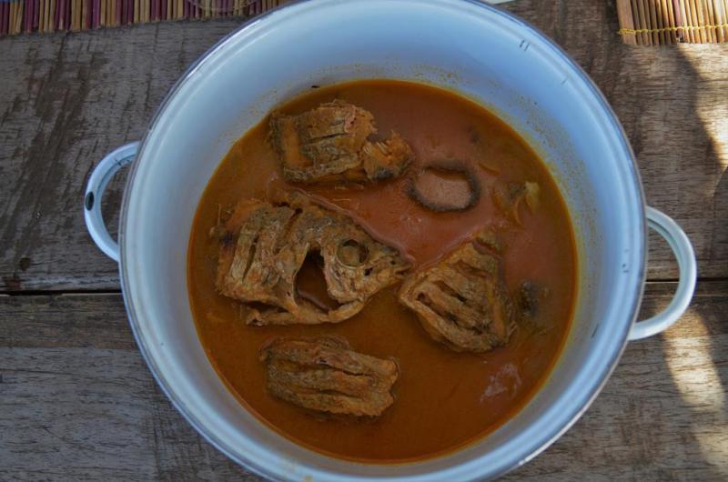 Det smagte overraskende godt, ikke fiskebenene, men saucen
