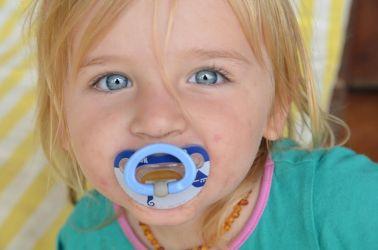 2 årige Olivia, datter til vores værtet, har de smukkeste blå øjne