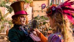 Alice-attraverso-lo-specchio-saggio-2