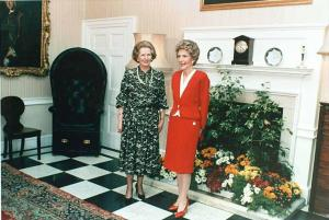 Margaret Thatcher y Nancy Reagan en 10 Downing Street