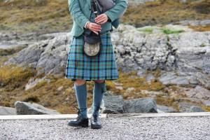 Hombre con falda escocesa