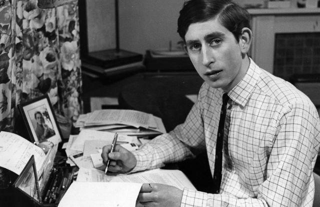 el-principe-carlos-en-los-anos-70