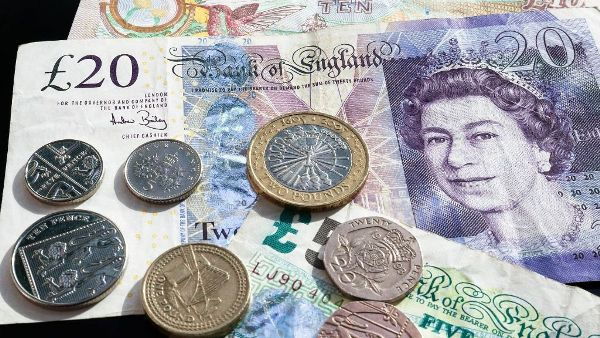 monedas y billetes de Inglaterra