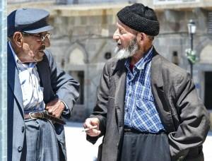 Dos ancianos conversando