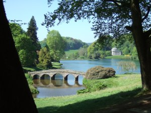 Stourhead. The Palladian Bridge in the foreground and the Pantheon on the other side of the lake. Photo by Inglenookery.