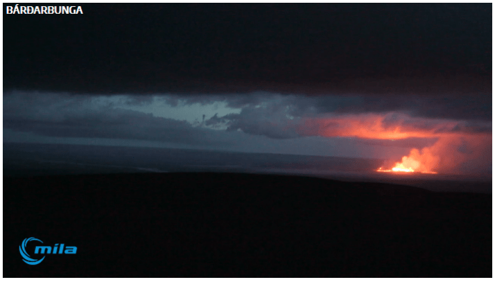 Screengrab from a Mila webcam of the fissure last evening, with the lava reflected on the underside of the clouds. Screengrab bu Oddition at Volcanocafe.