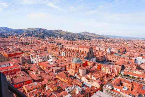 Surprising Bologna – red streets, charming towers and tortellini