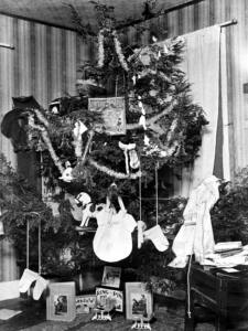 presents-on-christmas-tree-dated-1896