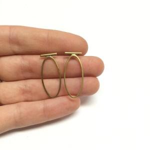 Oval T earstuds