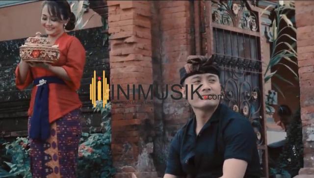 Tisson feat Putri Bulan/ inimusik
