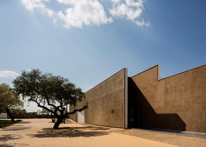 Ecork-Hotel-in-Evora-by-Jose-Carlos-Cruz-Arquitecto_dezeen_ss_1