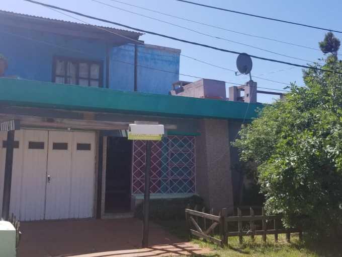 Casa a 100 metros de la playa de Costa Azul, muy buena construcción.