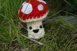 happy little mushroom finger puppet free crochet pattern