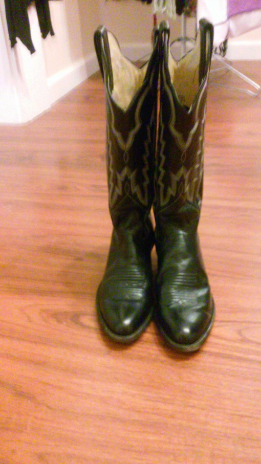 WE HAVE COWGIRL BOOTS!