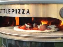 Pizzaen blir satt inn