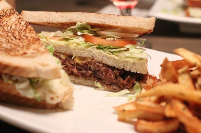 Club sandwich av confitert and
