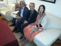 Innocente Foglio con il Premio Nobel Gao Xingjian e la poetessa cinese Xu Hong
