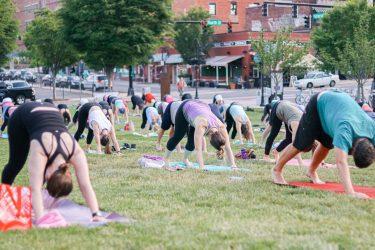 WFIQ - Yoga in the Park-8