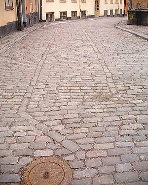 Pattern of paving stones at Prästgatan indicat...